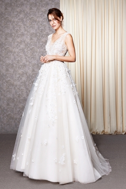 Luxury Wedding Dresses: Affordable & Chic