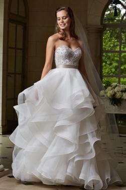 Multi Layer Hem Lace Sweetheart Neck Wedding Dress